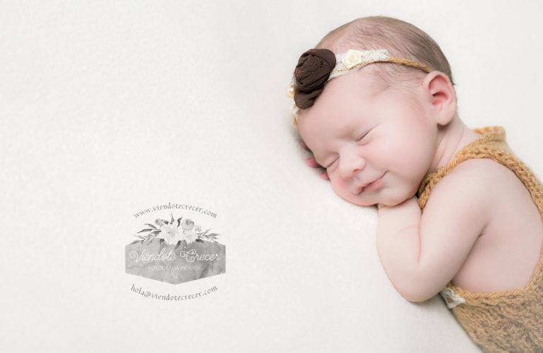 Sesión de recién nacido a Carme de Laxe por Viéndote Crecer Fotografía Infantil