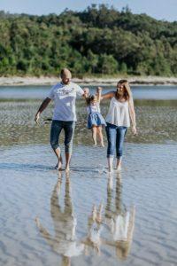La sesión de fotos de familia en la playa de la Costa da Morte de emma