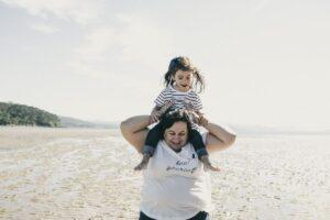 La sesión de abuelos en la playa de Enriqueta y sus peques